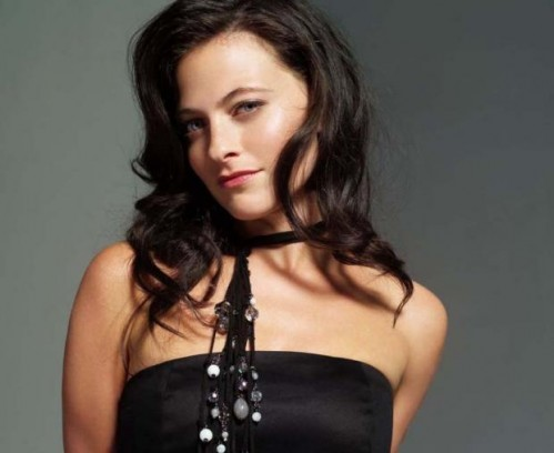 true blood season 3 werewolf cast. British actress Lara Pulver has joined the quot;True Bloodquot; cast for Season 3 in