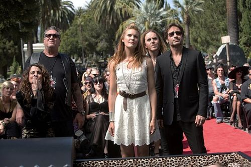 Californication - Episode 6.03 - Dead Rock Stars - Promotional Photos (6)_595