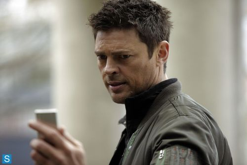 Almost Human - Episode 1.07 - Simon Says - Promotional Photos (1)_FULL